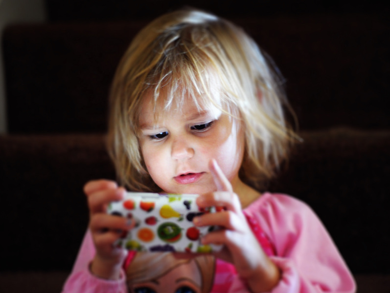 distract-the-kid